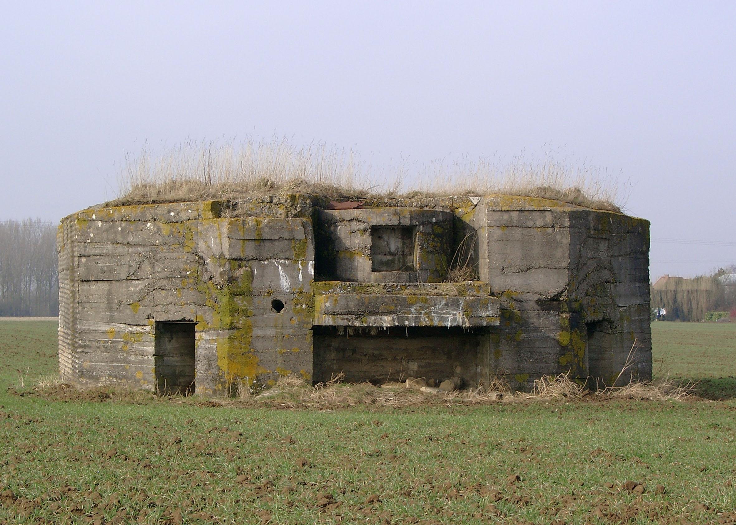 Deutscher Betonbunker am Rand der kleinen Ortschaft Aubers