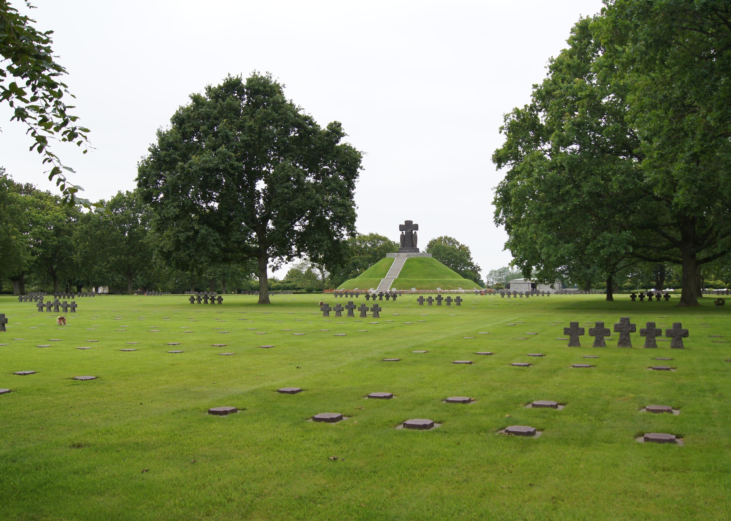 Deutscher Soldatenfriedhof La Cambe in der Normandie