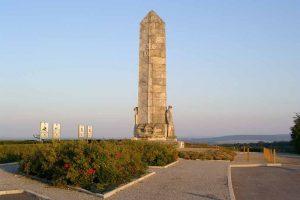 Denkmal der 36. (baskischen) Division am Rand des Damenweges