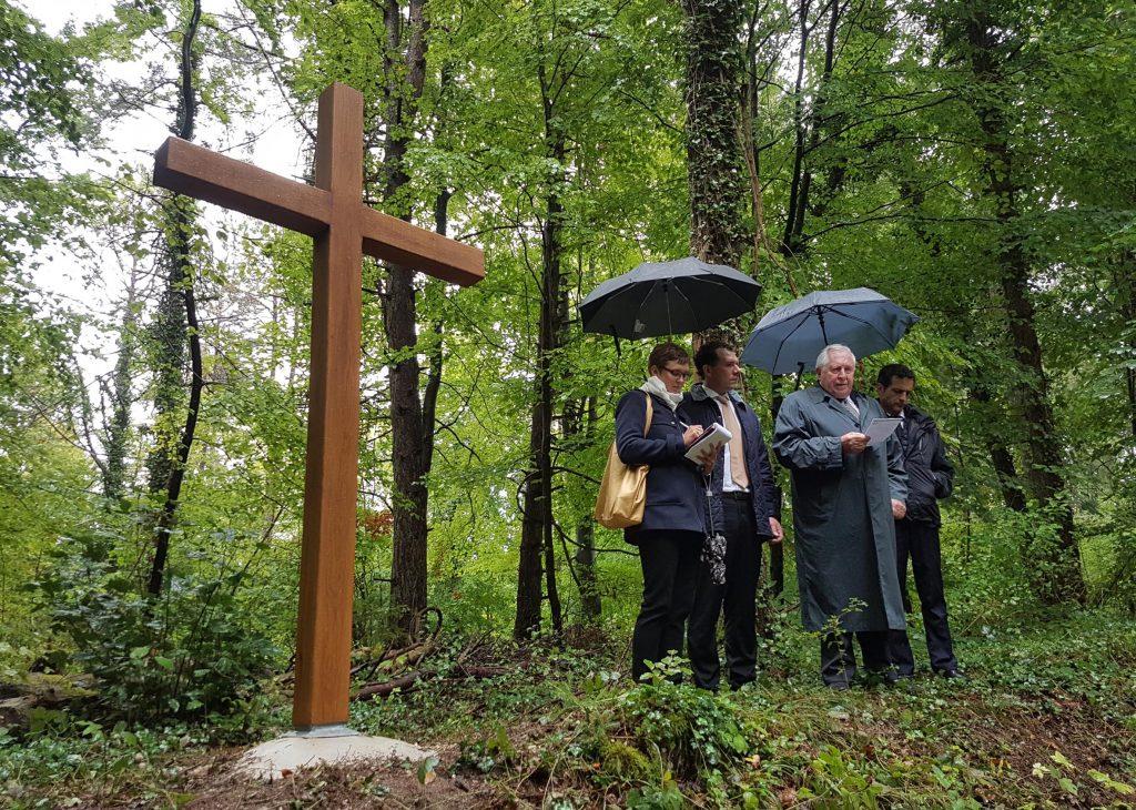 Einweihung des Gedenkkreuzes am Toten Mann mit Professor Bernhard Vogel