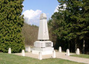 Unterhalb der Südkuppe des Toten Mann - Denkmal der 40. französischen Infanterie-Division