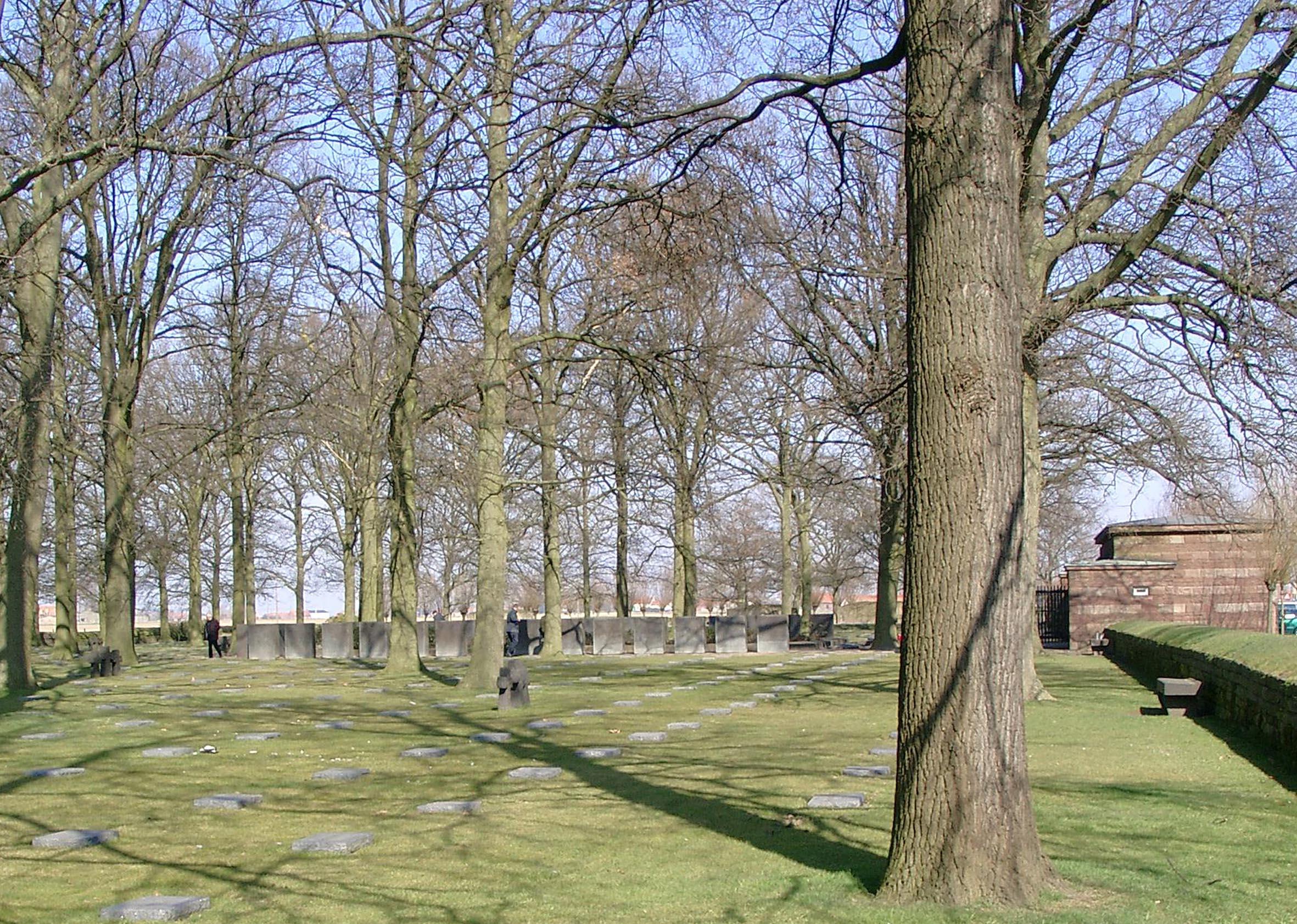 Gräberfeld des deutschen Soldatenfriedhofs Langemark