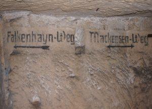 Bezeichnung der Wege in einem unterirdischen Steinbruch, der Tirpitz+Ludendorff-Höhle